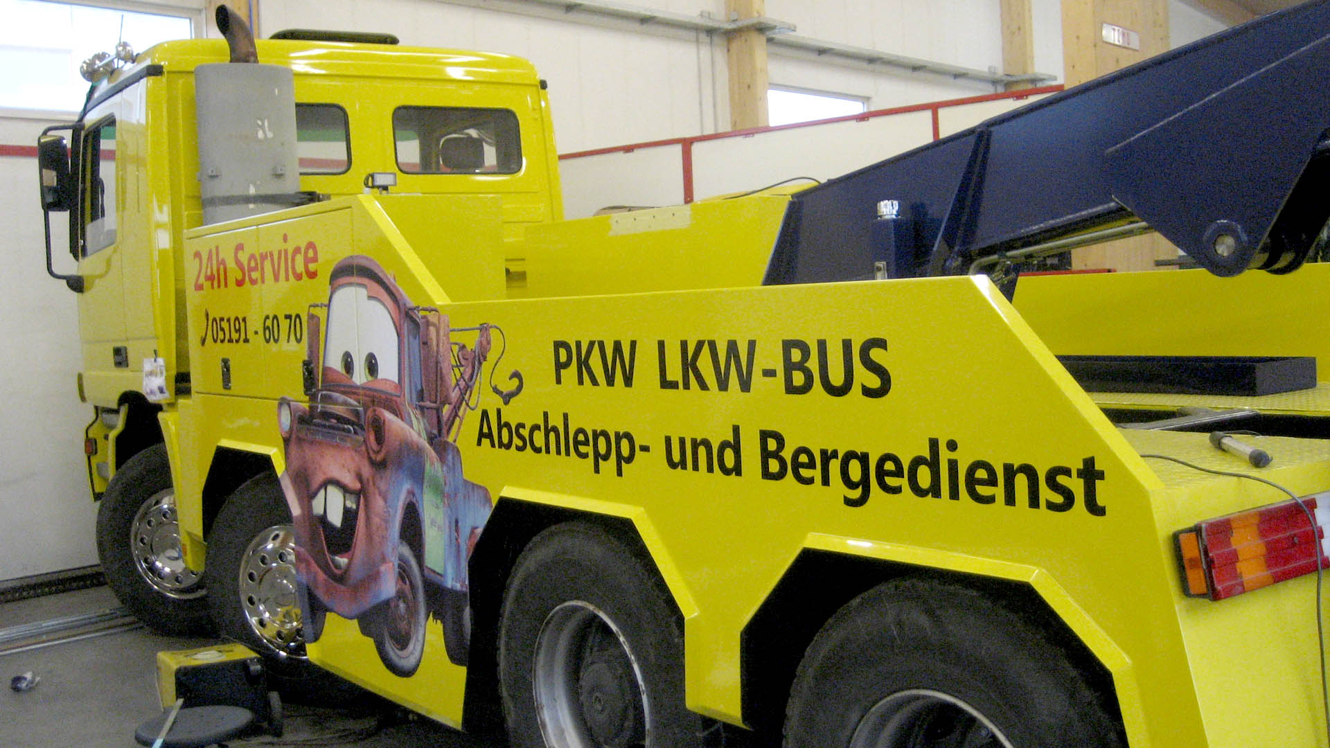 Auto Park Soltau Abschlepp-LKW_real_rechts