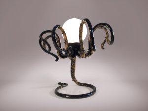 8 Einzelstück Tischlampe Oktopus stehend auf Arm Kugelleuchte